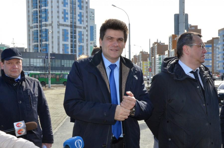 Глава Екатеринбурга провел выездное совещание в микрорайоне Академический.